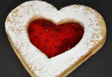 Holiday Decorated Cookie- Linzen Heart